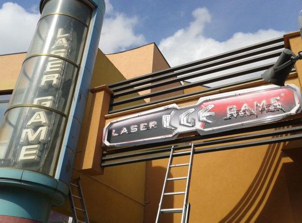 Lasergame enseigne lumineuse néon à Montpellier