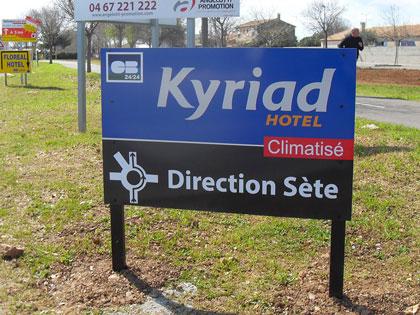 Kyraid signalétique, panneau directionnel